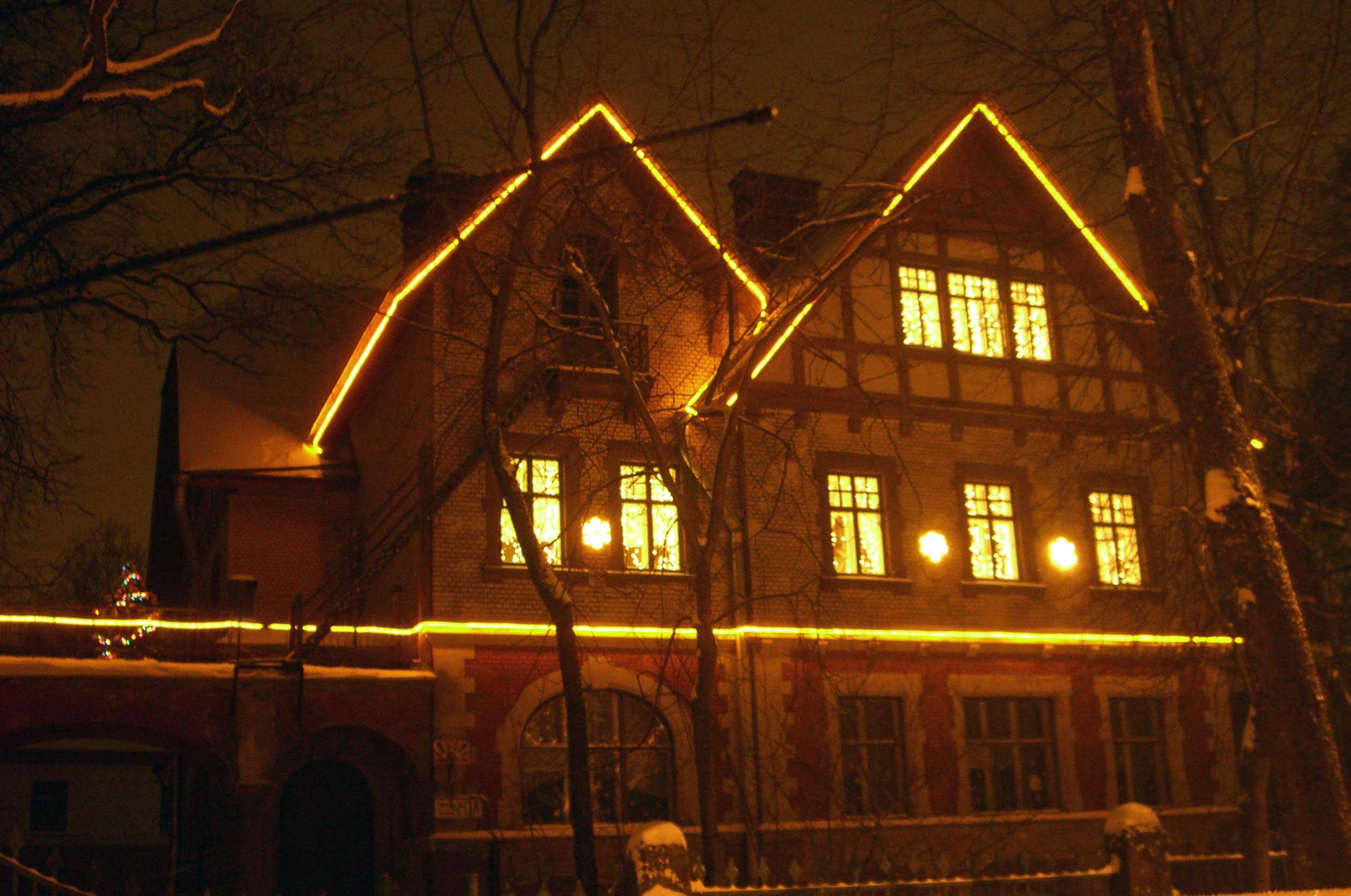 Новогодние украшения фасадов зданий фото