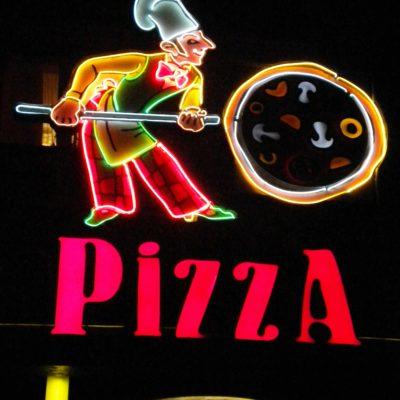 Пицца Пармезан. Открытый неон