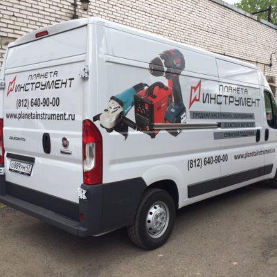 Расклейка коммерческого транспорта для «Планета Инструмент»
